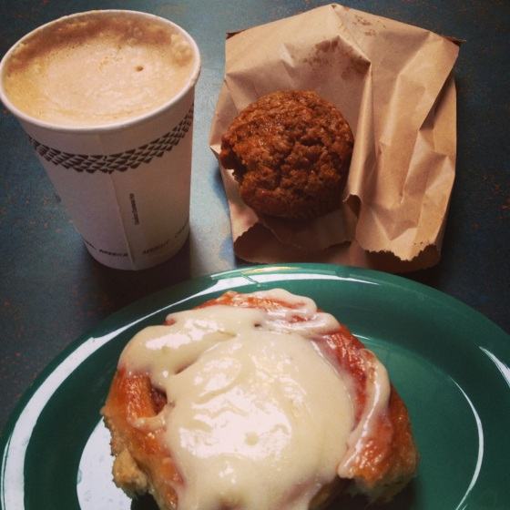 How I started my sunday-with a pumpkin latte, pumpkin muffins and a cinnamon roll